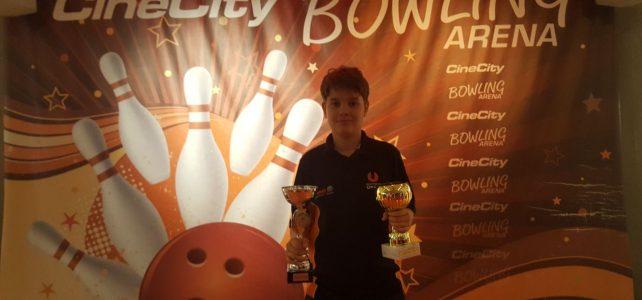 Simon Huttegger gewinnt Jugendbowlingturnier